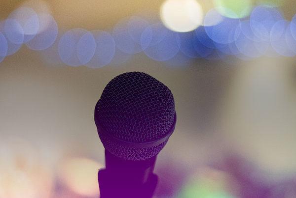 Gros plan sur un microphone