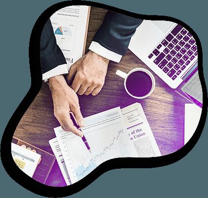 Un expert Adrexo montre la courbe de distribution du Link à son client